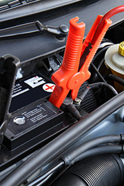 Wymiana akumulatora, pomiar naładowania akumulatora, sprawdzenie i uzupełnienie poziom elektrolitu. Warsztat samochodów VW, Audi, Skoda, Seat w Szczecinie - serwis i naprawa aut.
